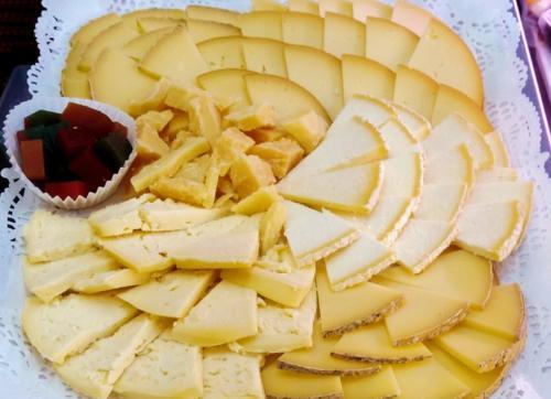 Bandejas de embutidos y quesos